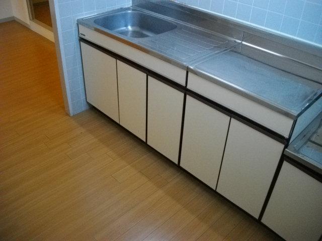 三鈴シティ 402号室のキッチン
