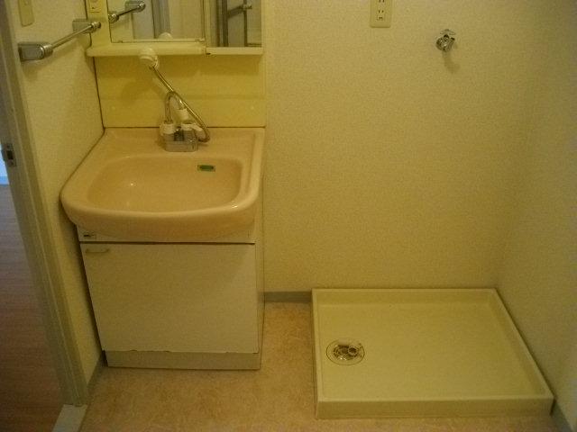三鈴シティ 402号室の洗面所