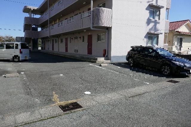 メゾンドフルール 205号室の駐車場