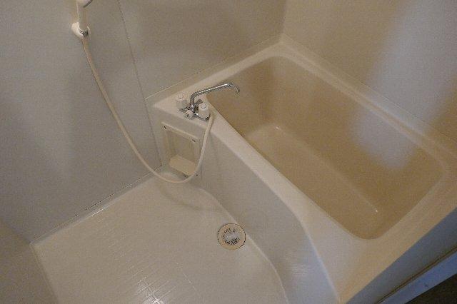 メゾンドフルール 205号室の風呂