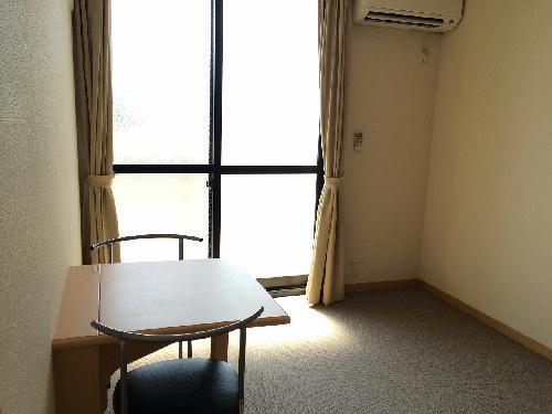 レオパレスESPOIR東伊場 205号室のリビング