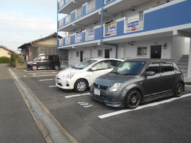 シルキーマンション 402号室の駐車場