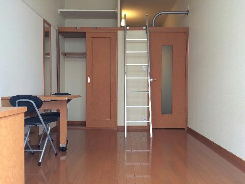 レオパレスエイティーン 101号室のリビング