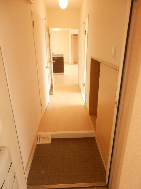 コンフォール蜆塚 206号室の玄関
