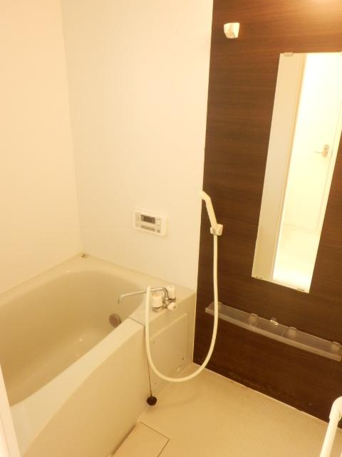 コンフォール蜆塚 206号室の風呂