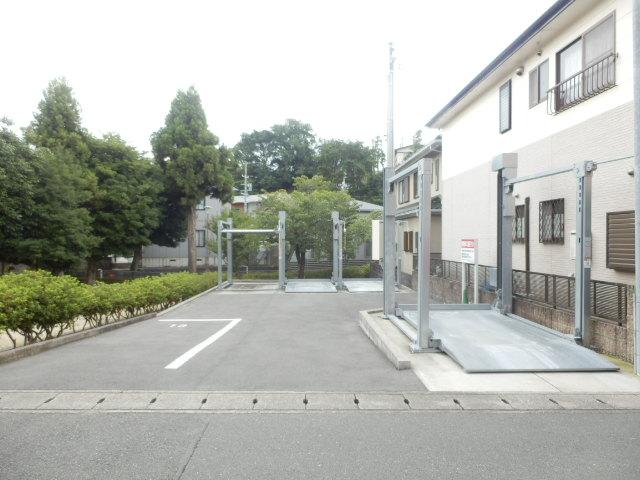 コンフォール蜆塚 206号室の駐車場