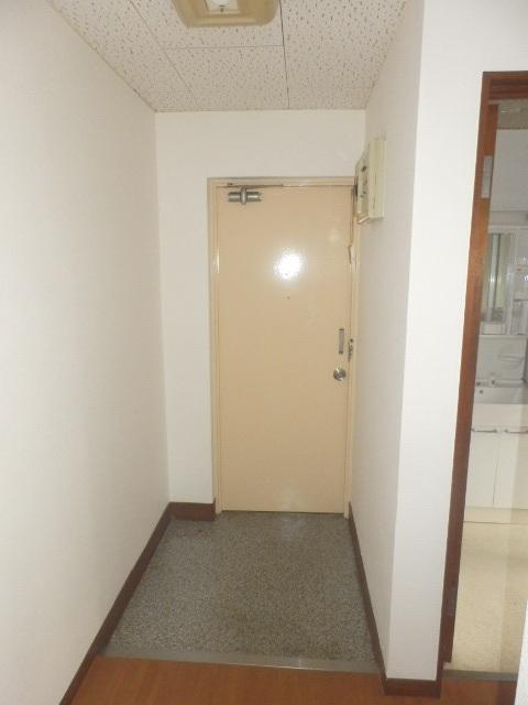 ネットプラスビル 501号室の玄関