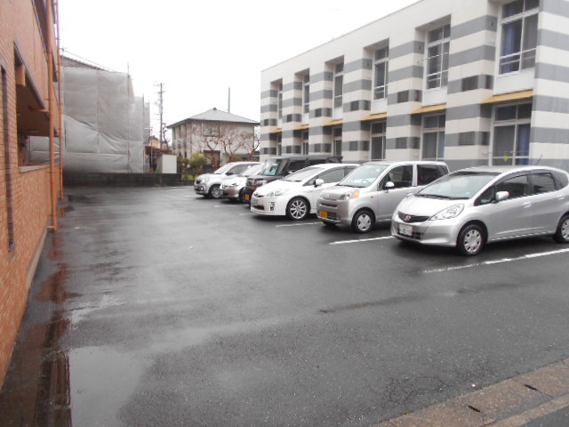 オーシャンブルー 102号室の駐車場