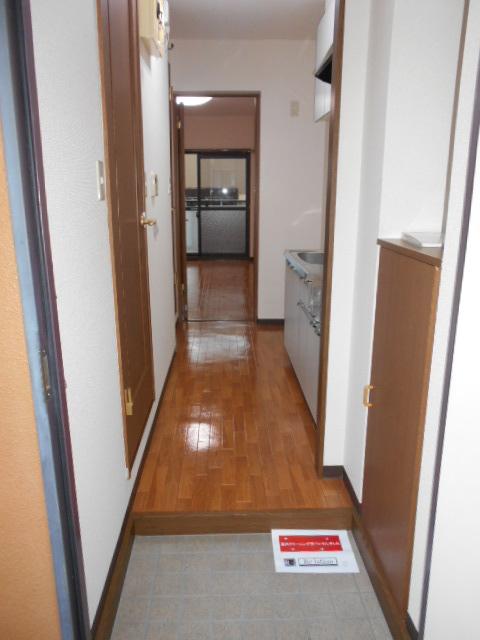 オーシャンブルー 102号室の玄関