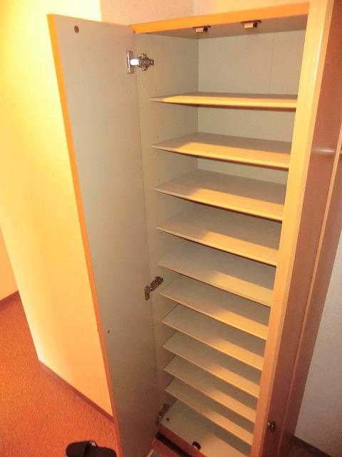 ラ・プラージュ 102号室の玄関