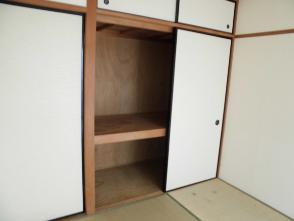 ラメゾンエスポワールⅡ 202号室の収納