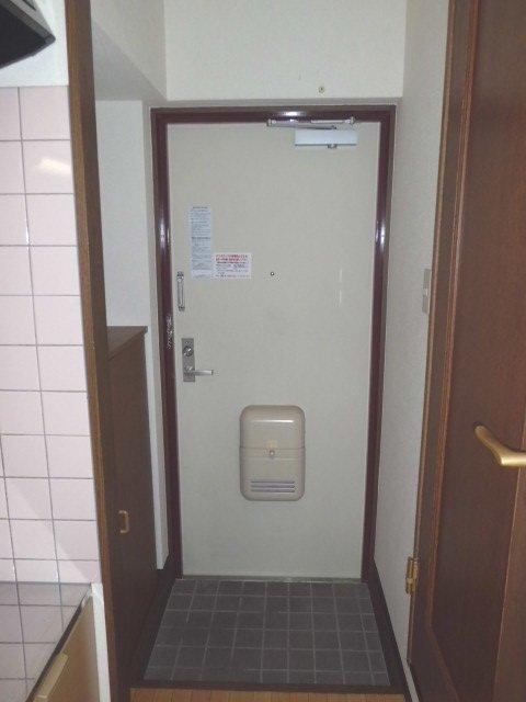 カモミールガーデン 506号室の玄関