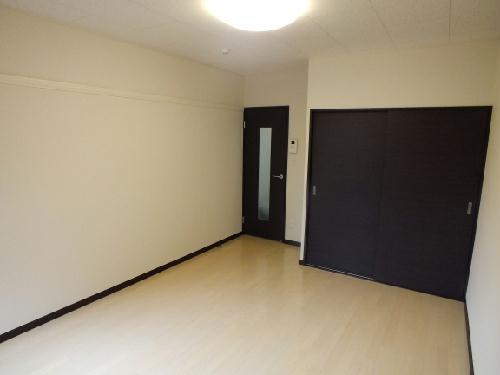 レオネクストチャコルル 104号室のリビング