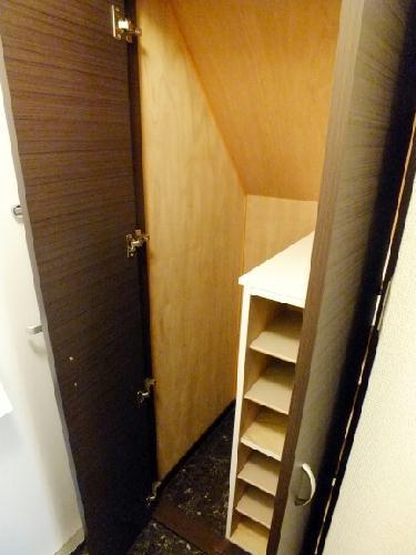 レオネクストチャコルル 104号室の玄関