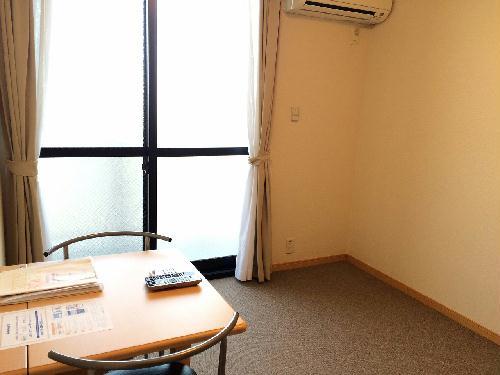 レオパレス里 301号室のリビング