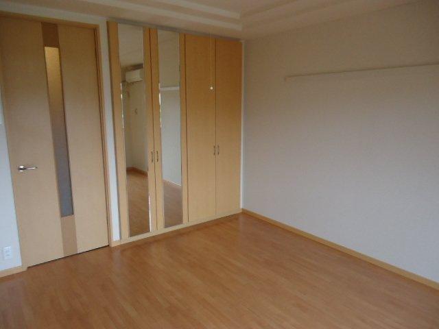 ヴァンベール 102号室の居室