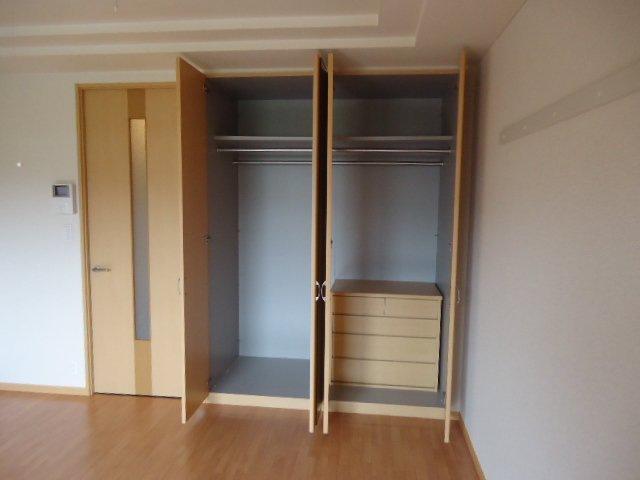 ヴァンベール 102号室の収納