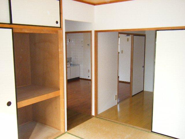 ロングアイランドヒルツ 204号室のリビング