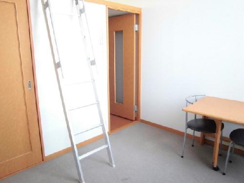 レオパレスガーデンヒルズ 203号室のリビング
