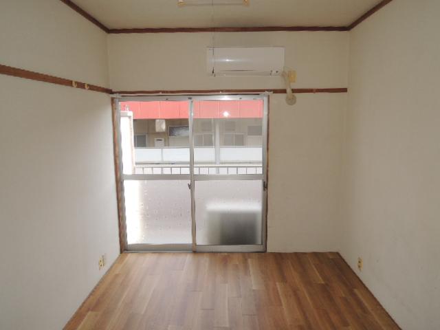 カワイハイツ 305号室のリビング