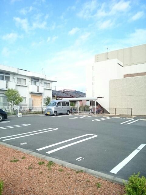 アクシア 01010号室の駐車場