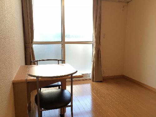 レオパレスサザンクロス海老塚 111号室のリビング
