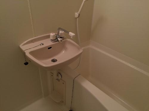 レオパレスサザンクロス海老塚 111号室の風呂