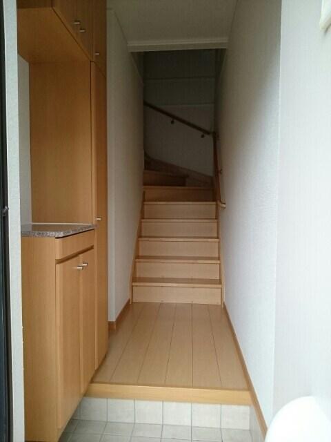 エレガント ヒルズ 02020号室の玄関