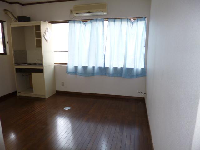 コーポ神田 201号室のリビング