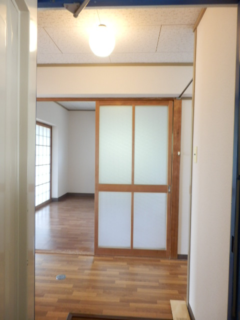 コーポ竹山A棟 301号室の玄関