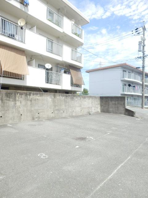コーポ竹山A棟 301号室の駐車場