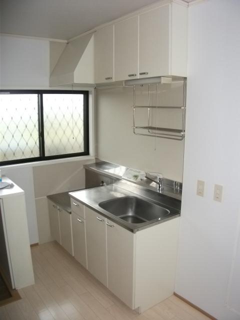 白羽ハイツⅢ 202号室のキッチン