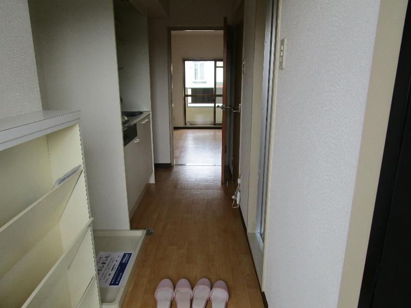 ロイヤルロード 2B号室の玄関