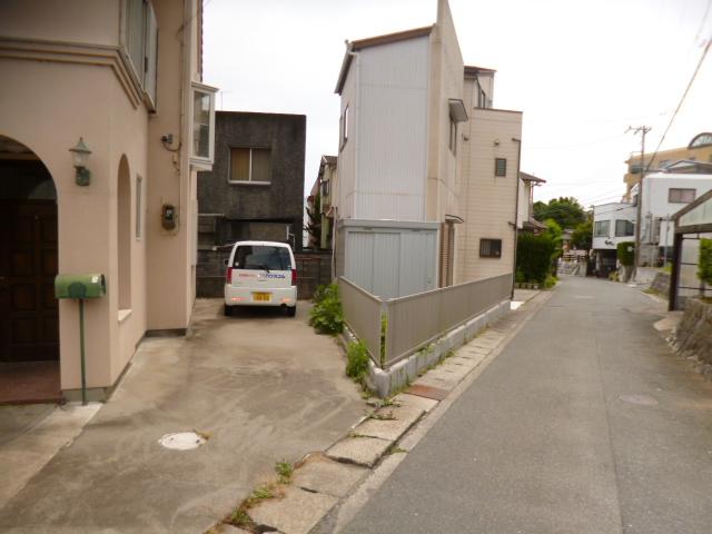 鴨江住宅の駐車場