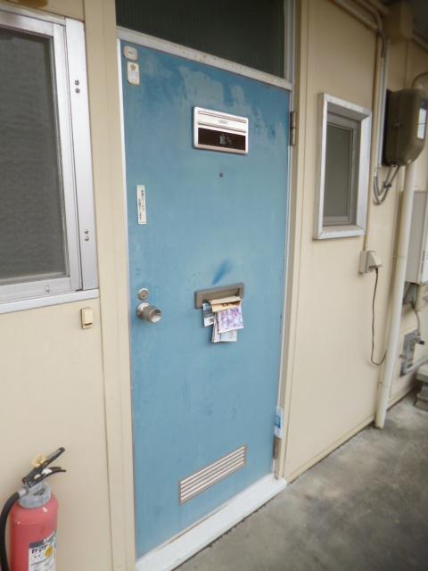 鳥居アパート E号室の玄関