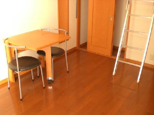 レオパレス桂 303号室のリビング