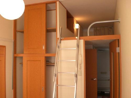 レオパレス桂 303号室のベッドルーム