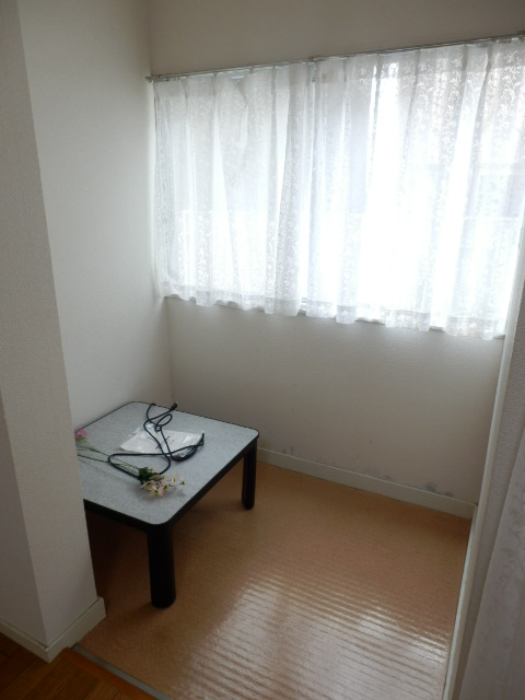 和地山ロイドアパート 102号室のリビング