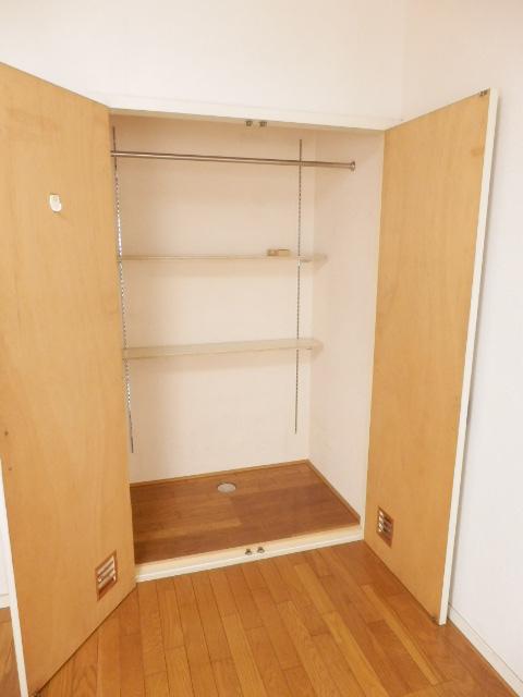 和地山ロイドアパート 102号室の収納
