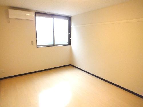 レオネクストチャコルル 108号室の居室