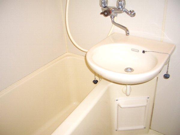 ハウスウステリアA 205号室の風呂