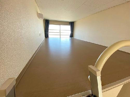 レオパレスヴィバーチェ 102号室のリビング