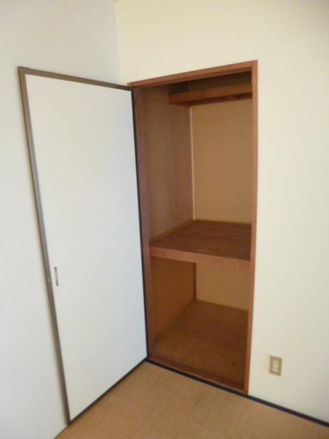 21センチュリーハウス1棟 205号室の収納
