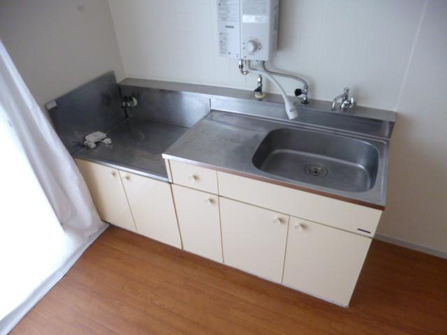 21センチュリーハウス1棟 205号室のキッチン