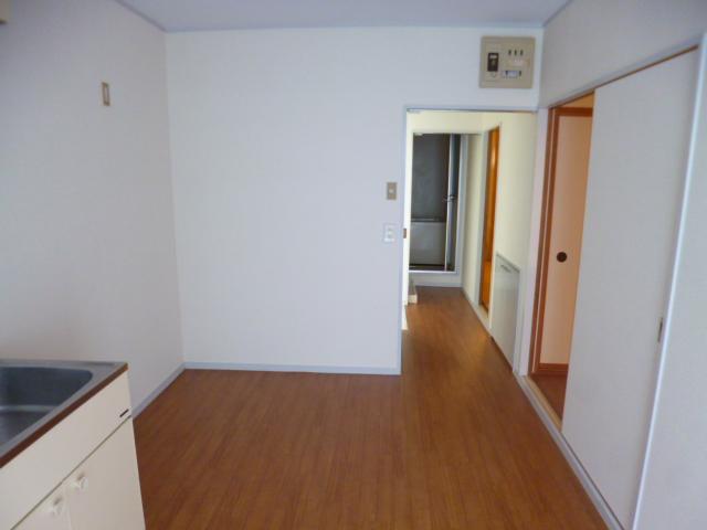 21センチュリーハウス1棟 205号室のリビング