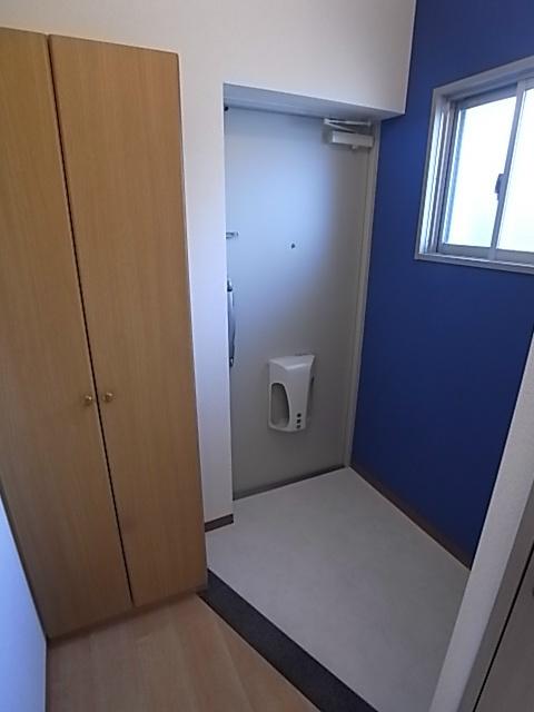 エルシックス 201号室の玄関