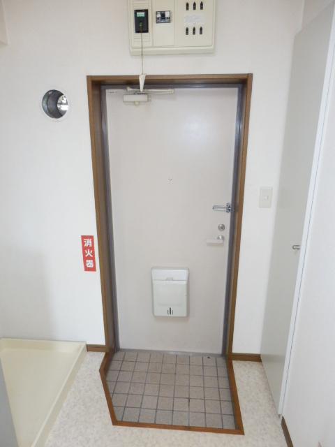 メルヴェーユA 303号室の玄関