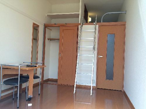レオパレス昭徳Ⅱ 105号室のリビング
