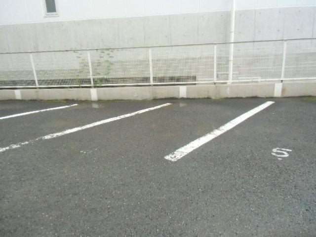 エビラヤビル 406号室の駐車場