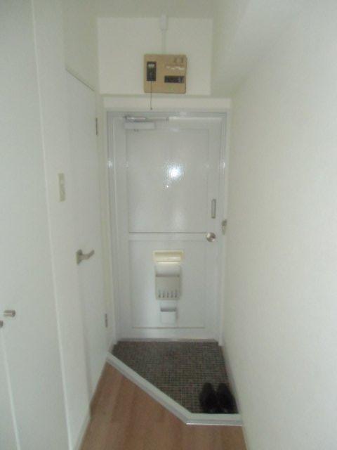 エビラヤビル 406号室の玄関